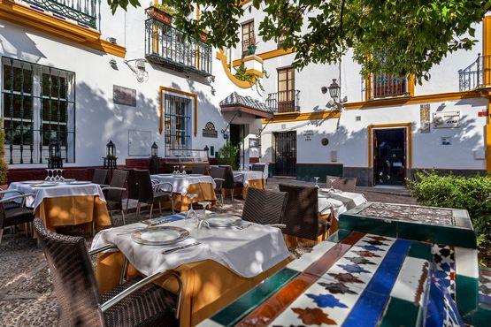 Típico restaurante de barrio de Santa Cruz, Sevilla