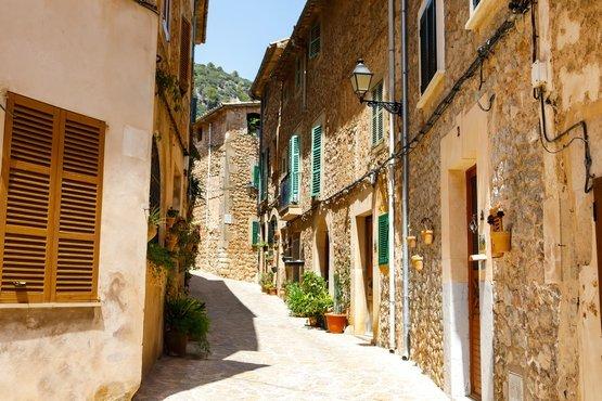 Hermosa calle en Valldemossa